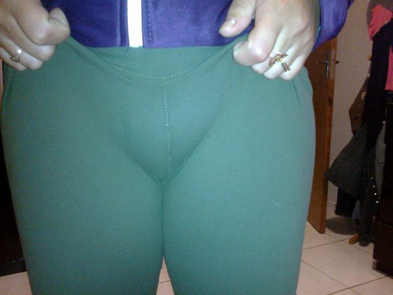 Fotos caseiras - Loira casada com a calça atolada na buceta