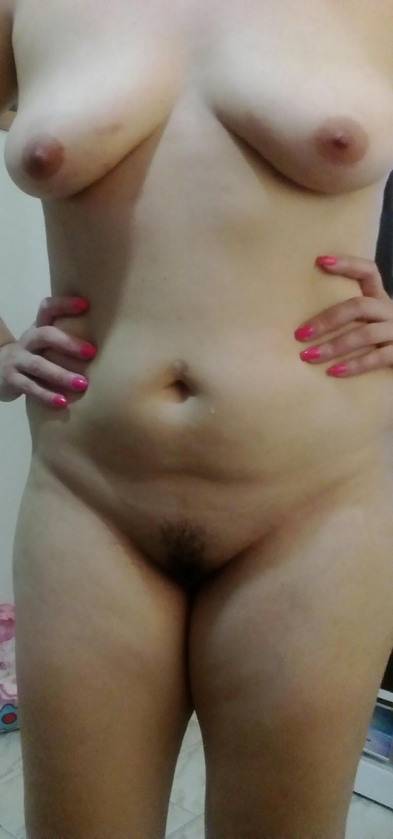 Cuzinho rosado, buceta melada e peitinhos