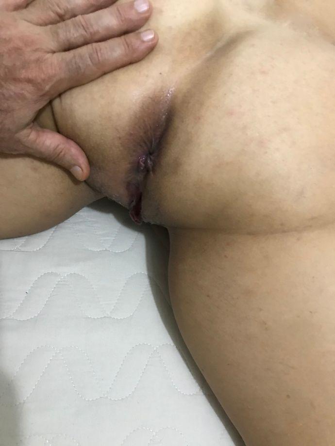 A buceta depiladinha da minha mulher loira