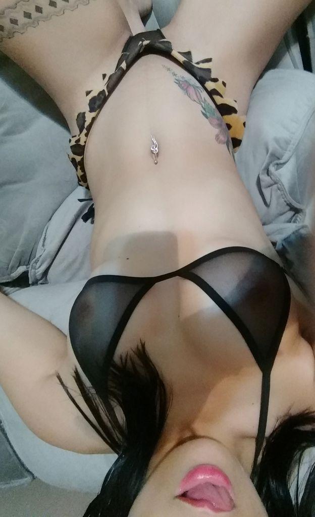 Esposa misteriosa de quatro com plug anal